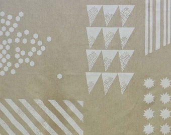 HALF YARD Kokka Echino - SHAPE Ekx97000-700A - White on Natural - Lines, Geometric, Triangles, Hexagons, Starburst, Square - Cotton Linen