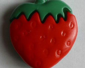 Strawberry Button - 15 mm - Red and Green - Made in Germany - Washable and Dry Cleanable