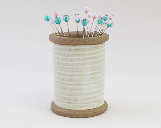 Cohana - Snow Flower - Magnetic Spool with Glass Head Pins - Pale Pink & Green - Limited Edition - Japanese Import