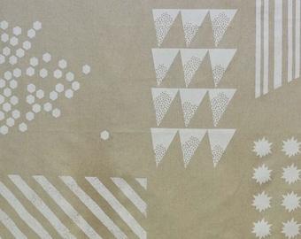 HALF YARD Kokka Echino - SHAPE Ekx97000-700A - White on Natural - Lines, Geometric, Triangles, Hexagons, Starburst, Square - Cotton Linen