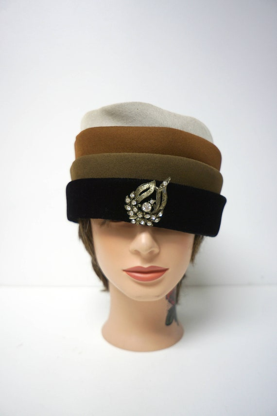 Rawak Model . 50s 60s 4-color  pill hat