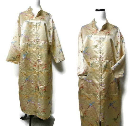 Oriental floral print brocade housecoat / robe . f