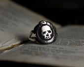 Memento Mori Skull Ourobo...