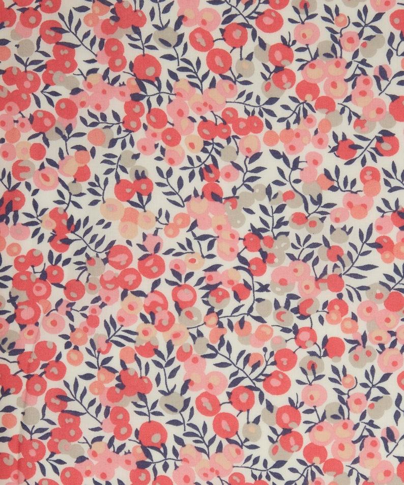 LIBERTY TANA LAWN DUST FLOWER B 100/% COTTON FABRIC
