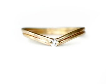 14k Gold Curved Band With Diamond - Gold Wedding Ring - 14k Gold Stacking Ring - Delicate Diamond Ring