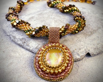 Crocheted necklace - crocheted beadwork - autumn color jewelry - fall jewelry trends - fall wedding ideas - trendy fall jewelry fall colors