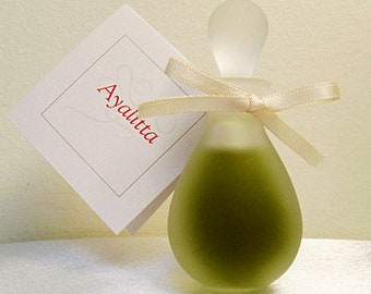 Ayalitta - Green mossy botanical perfume, chic fragrance, Chypre Green = Perfume equivalent of the Little Black Dress