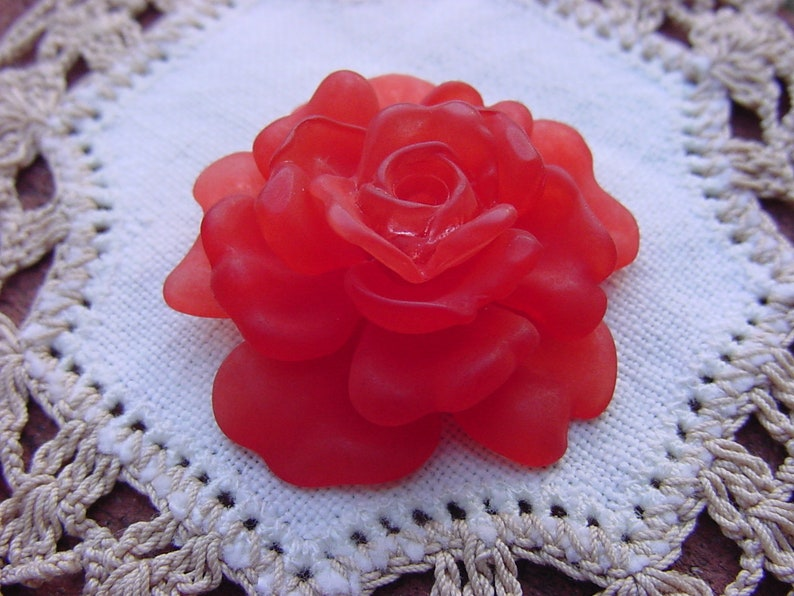 Flame Red Rose Detailed Vintage Lucite Bead Pendant