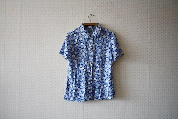vintage 1980's blue flowery pattern buttoned secre