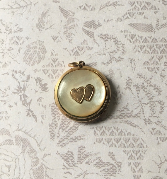 Antique Art Deco Locket, Round Shape in Gold Fill… - image 1