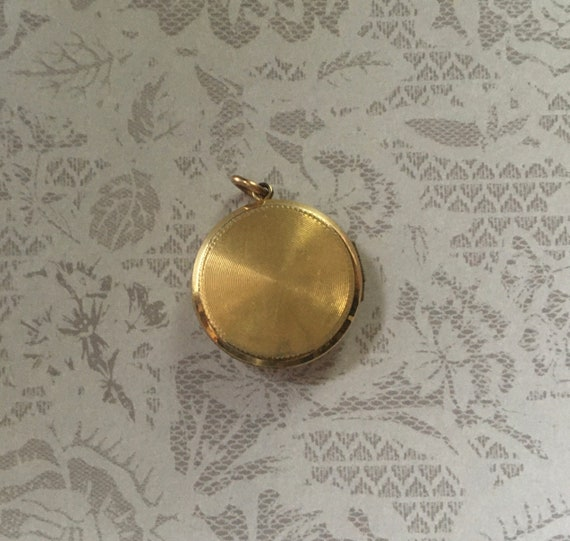 Antique Art Deco Locket, Round Shape in Gold Fill… - image 2