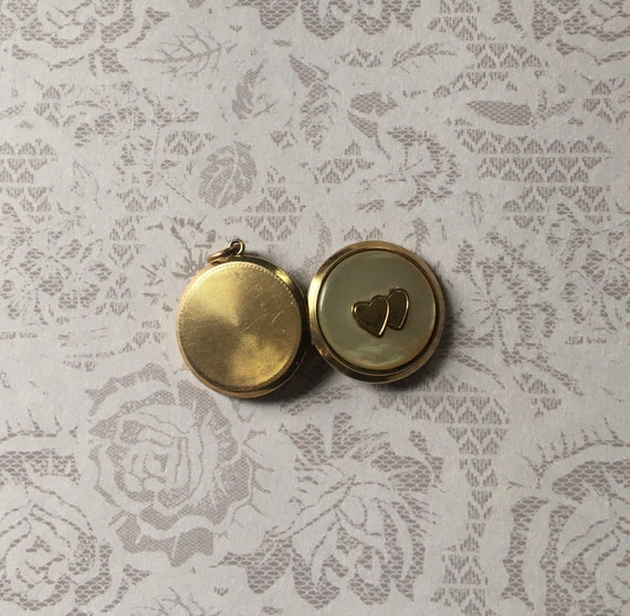 Antique Art Deco Locket, Round Shape in Gold Fill… - image 3