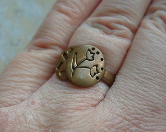 FREE SHIPPING Vintage Brass Ring with Flower Design Size 8 1/2