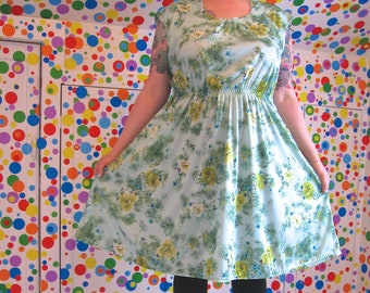 RiotLady Dress -- vintage 70s minty green floral nylon knit -- real plus size 24 / 26 / 28, 4xl, 3X, xxxl -- pockets -- 56B-53W-70H
