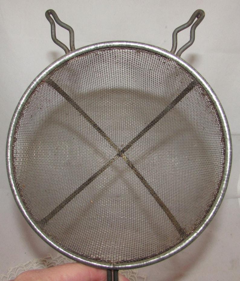 baking sifting utensil kitchenware Vintage Ekco Hand Flour Sifter w Black Wood Handle