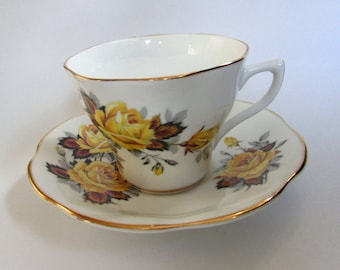 Vintage Rosina Bone China Yellow Rose Pattern Tea Cup and Saucer Set, Made in England, 40s, tea party
