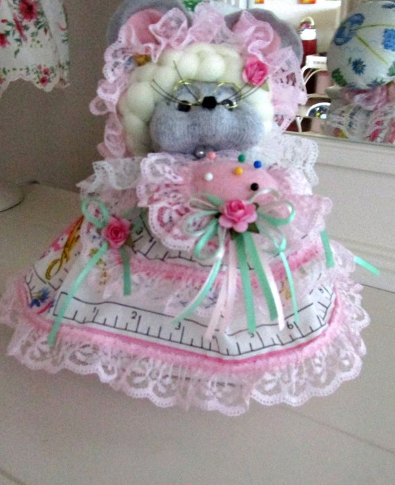 Sewing Hankie Mouse