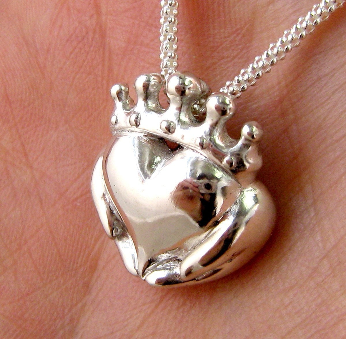 Homemade Celtic Gifts: Handmade Claddagh Necklace