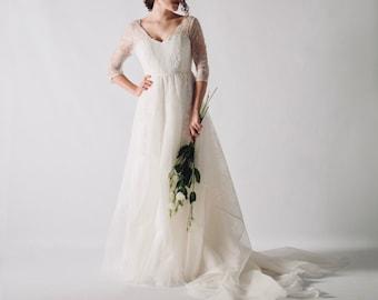 Classic wedding dress, Princess wedding dress, White wedding dress, Lace wedding dress with 3/4 sleeves, AQUILEGIA