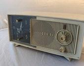 1950 Zenith clock radio beige radio works