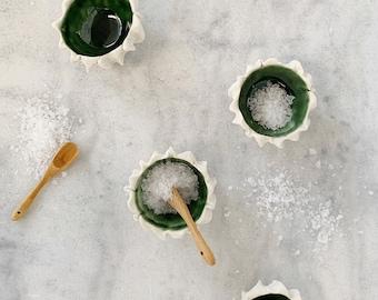 Tiny Scallop Bowl, Emerald Green - Pinch Bowl, Salt Dish, Ceramic Ring Dish, Small Porcelain Bowl