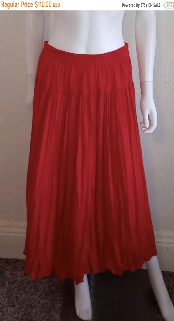 SALE Closing Shop SALE Red pleated skirt