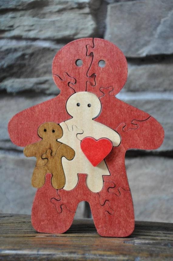Pain Man amour de la famille Puzzle de gingembre coupé de jouet à la main avec la scie à chantourner