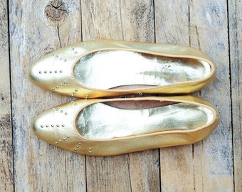 ballet shoes 60s shoes 50s shoes 1960s shoes flats gold Shoes Slip ons Ballet flats leather shoes midcentury