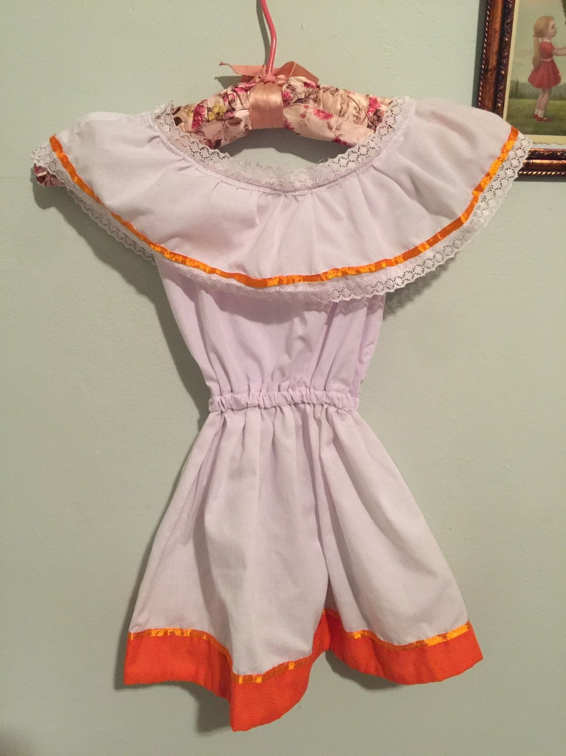 Vintage embroidered Belize girl/'s dress with lace trim