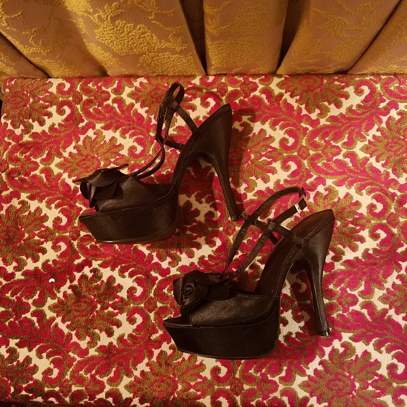 a212be62317d5 Vintage Black Satin Peep Toe Flower Strappy High Heels, Size 6