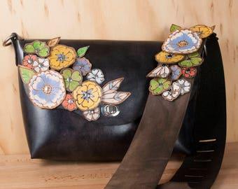 9b9a7c94563ef Guitare sangle sac à main - sac bandoulière en cuir fait à la main dans le  jardin de fleurs motif - noir avec des fleurs coupées à la main - largeur  ...