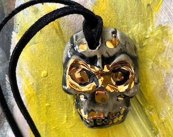 Skull Stoneware Necklace with 22k Gold Details Gray