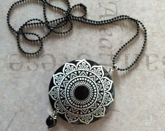 "long necklace with polymer clay pendant ""kalei black and white 2"" - new collection"
