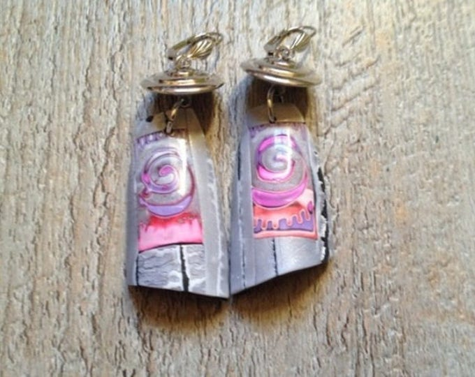 Pair of grey/Fuchsia/pink earrings collection