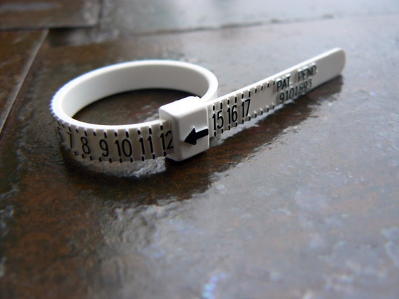 Wholesale Multisizer BULK Plastic Ring Size Finders Finger Sizing Whole Half Sizes Finger Measurement Ruler Black White 100 Ring Sizers