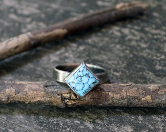 Blue spiderweb Kingman turquoise sterling silver ring / American turquoise ring / rustic turquoise ring / gift for her / stacking ring