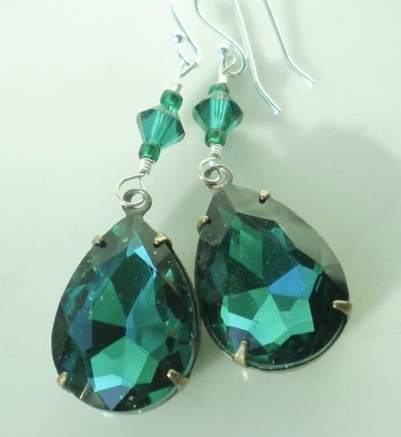 d6a55fba0fa1d Emerald Green Swarovski Crystal Earrings Vintage Rhinestone Crystal Vintage  Teardrop Pendants