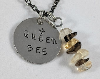 "Stamped necklace - ""QUEEN BEE"""