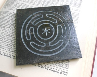 HECATE ALTAR TILE, Hekate's Wheel Art Tile -  Hand-Carved Slate Stone, Diety Stone, Altar Stone, Goddess Offering, Hekate Wiccan Decor Gift