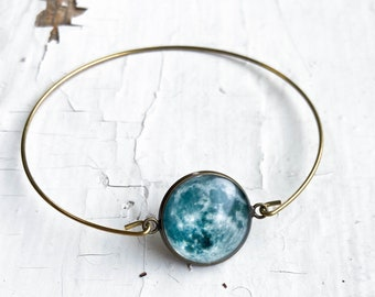 CLEARANCE - Delicate Cuff Bracelet in Bronze with Moon