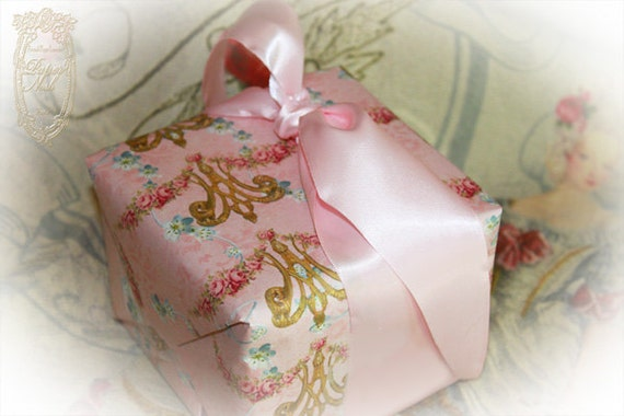 Queen Marie Antoinette Wrapping PaperGift wrap