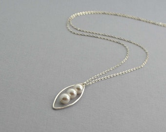 White Pearl Pendant Necklace, Pearl and Silver Necklace, Sterling Silver Jewelry, Simple Silver Necklace, Modern Style Necklace, Swarovski