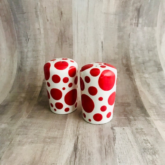 READY TO SHIP Salt and Pepper. Shakers. Salt. Pepper. Red Dot Salt and Pepper Shakers. Red. Dot. Condiments. Handmade by Sara Hunter