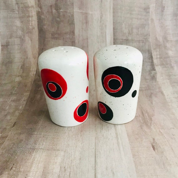Salt and Pepper. Shakers. Salt. Pepper.  Circle in Circle Salt and Pepper Shakers. Circle. Condiments. Handmade by Sara Hunter