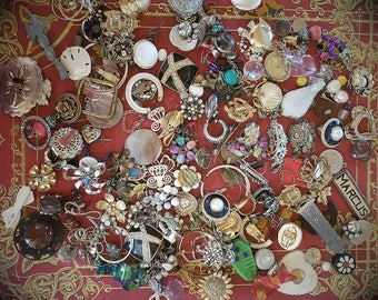 Vintage Costume Jewelry Lot/ Earrings and Brooches and Pins/ Parts and Pieces/ Jewelry Supply/ Craft Supply/ Costume Supply/