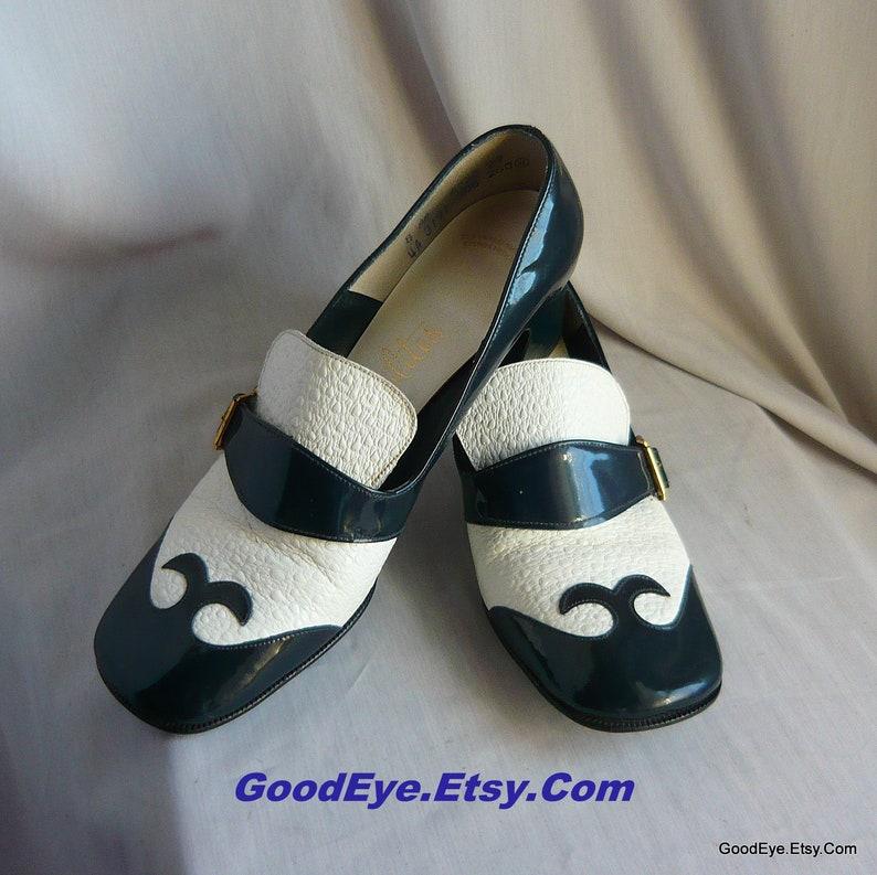 b0a0bccbe9ec0 Vintage 60s Mod Pilgrim Pumps / Shoes Size 7 .5 Narrow Eu 38 UK 5 / Blue n  White Patent Leather Square Spool Heel Spectators 1970s