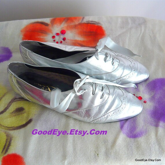 4e2d3baf856fd Womens Metallic Silver Oxford Flats 1990s / Size 9 M Eu 39 UK 6 / Leather  Uppers Lace Up / Vintage Nina 90s Shoes made Spain