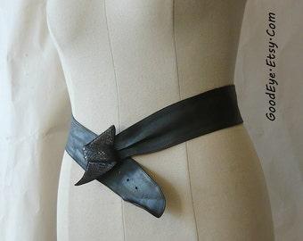 Vintage Chic Wide Wrap Cinch Belt w Snakeskin Buckle/ Black Leather /  Waist size medium 32 to 36 inch / 90s  Liz Claiborne