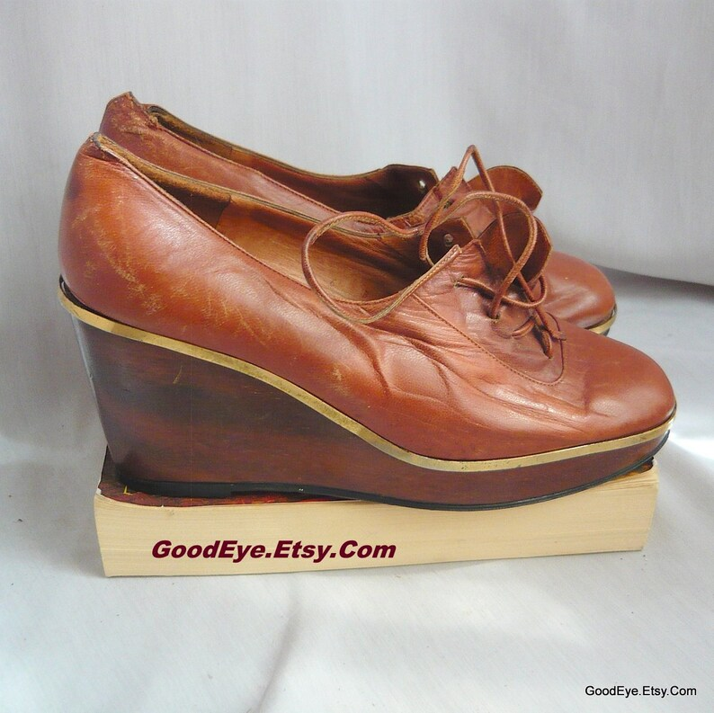 16dbde95a42fe 70s Mod WOOD Wedge Heel Oxford shoes / size 6 b Eu 35 UK 3 / Leather  PLATFORM Shoes Lace Up Grannies / Neiman Marcus made Italy