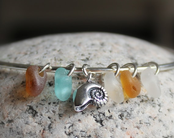 Little Nautilus sea glass bracelet in aqua, amber and white